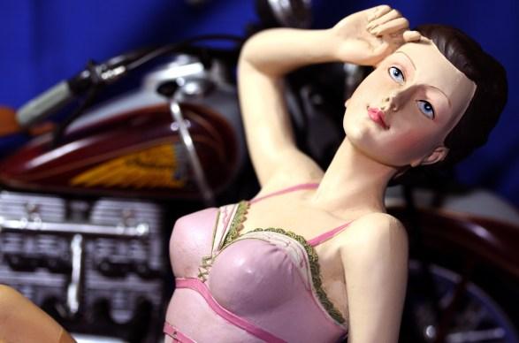 lingerie figurine