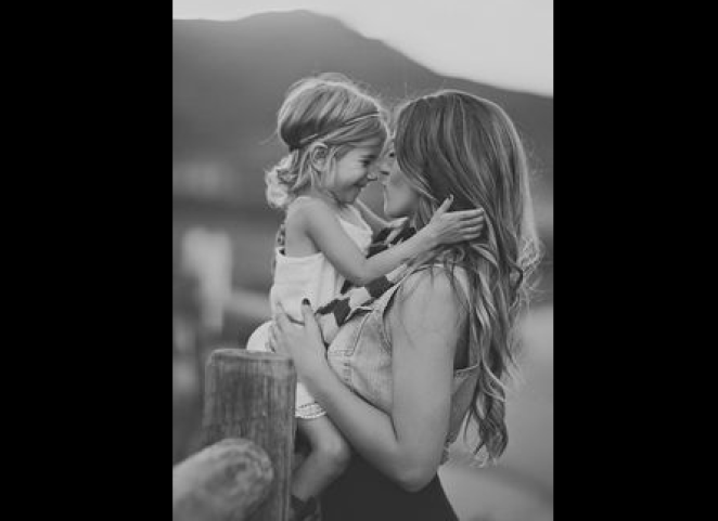 Mom's Plea for Dads to Take More Photos of Their Wives Goes Viral