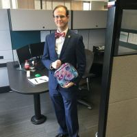 Man Takes Cat Lunchbox to Work to Show Bullied Cousin That Men Can Love Whatever They Want