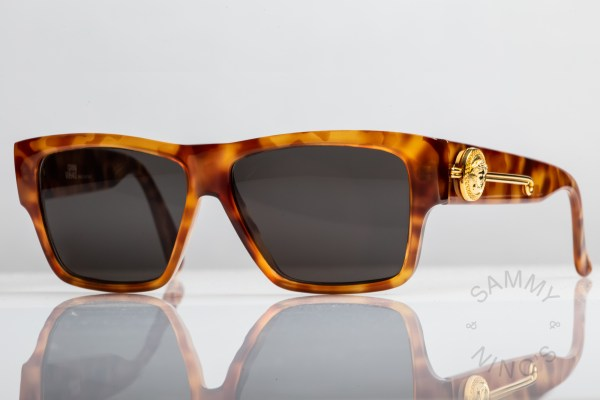 gianni-versace-vintage-sunglasses-372dm-1