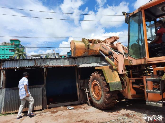 বরিশালে দোকান উচ্ছেদ বরিশালে রূপতলী বাসস্ট্যান্ড এলাকায় দু'শো দোকান উচ্ছেদ করেছে বিসিসি