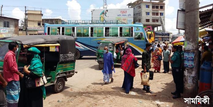 barishal photo passenger bus service connecting barishal disrupted as workers started strike demanding arrest of attackers on them 3 বাস মালিক ও শ্রমিকদের ওপর হামলাকারীদের গ্রেফতারের আশ্বাসে বরিশালে ধর্মঘট প্রত্যাহার, বাস চলাচল স্বাভাবিক