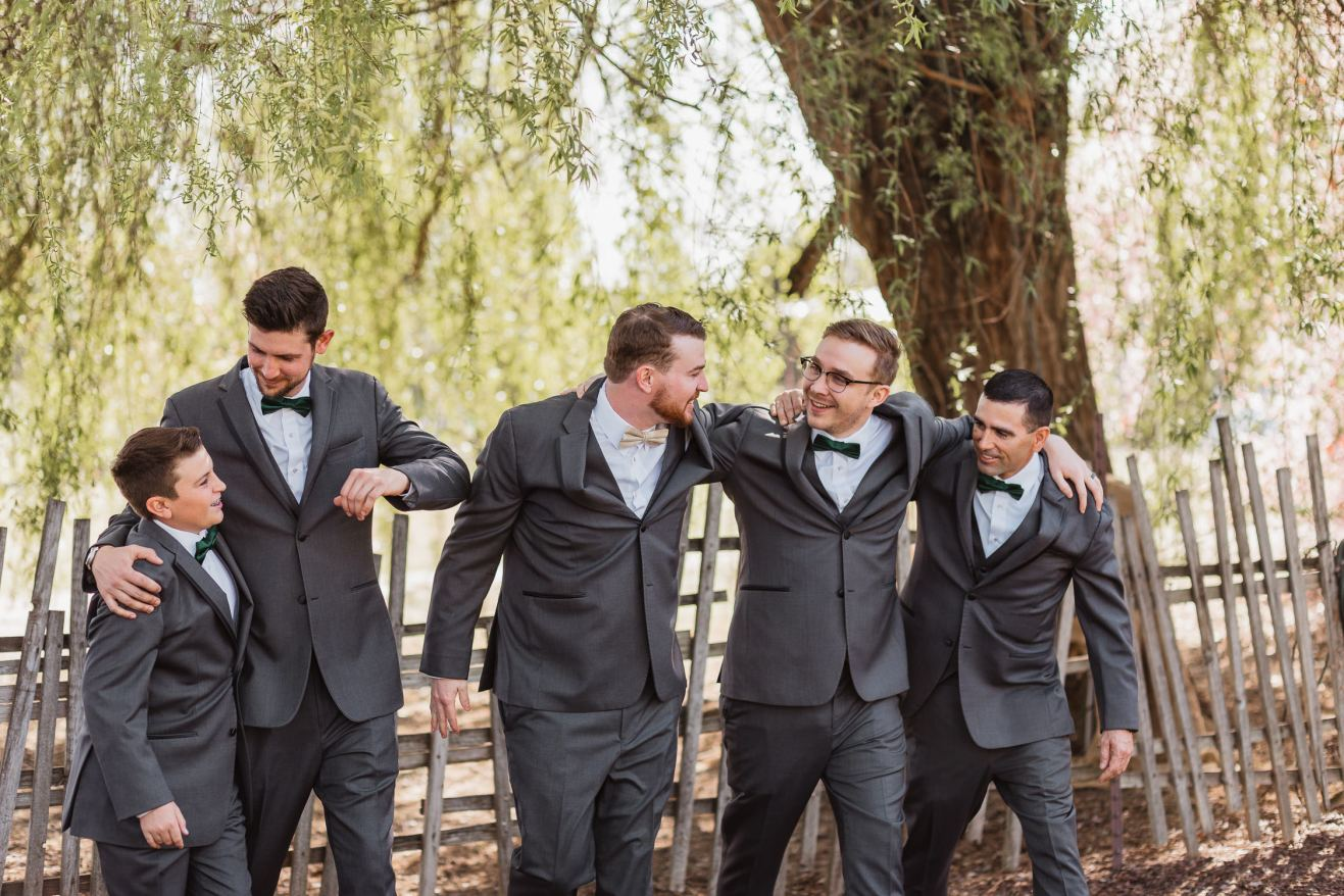 groomsmen-groom-bridal-party-portraits