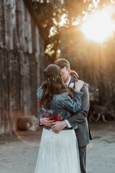 rustic-barnyard-wedding-sunset