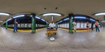 subway-musician-panorama