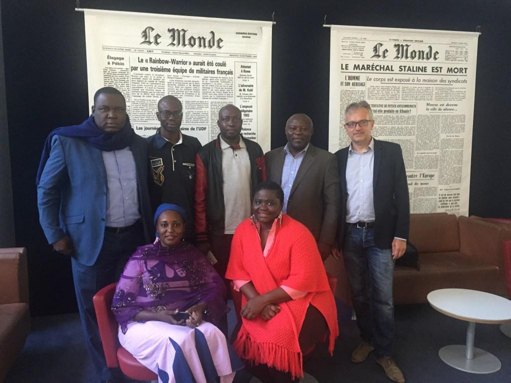 La délégation camerounaise et Philippe Couve dans les locaux du Monde Afrique. (Photo : Philippe Couve/Samsa.fr)
