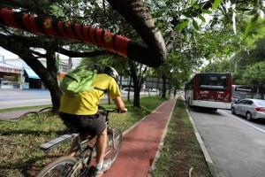 Número de multas aplicadas a veículos motorizados que trafegam em ciclovias e ciclofaixas de SP tem alta de 62%