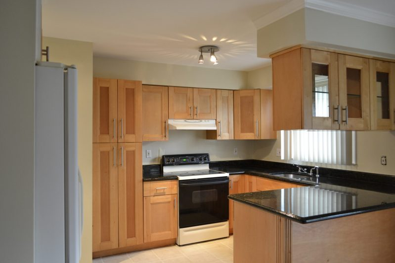 FDA 10 mins and NIH Accessible Townhouse; Metro and Highways Near; 3 Beds 2.5 Baths; Lovely Silver Spring Neighborhood
