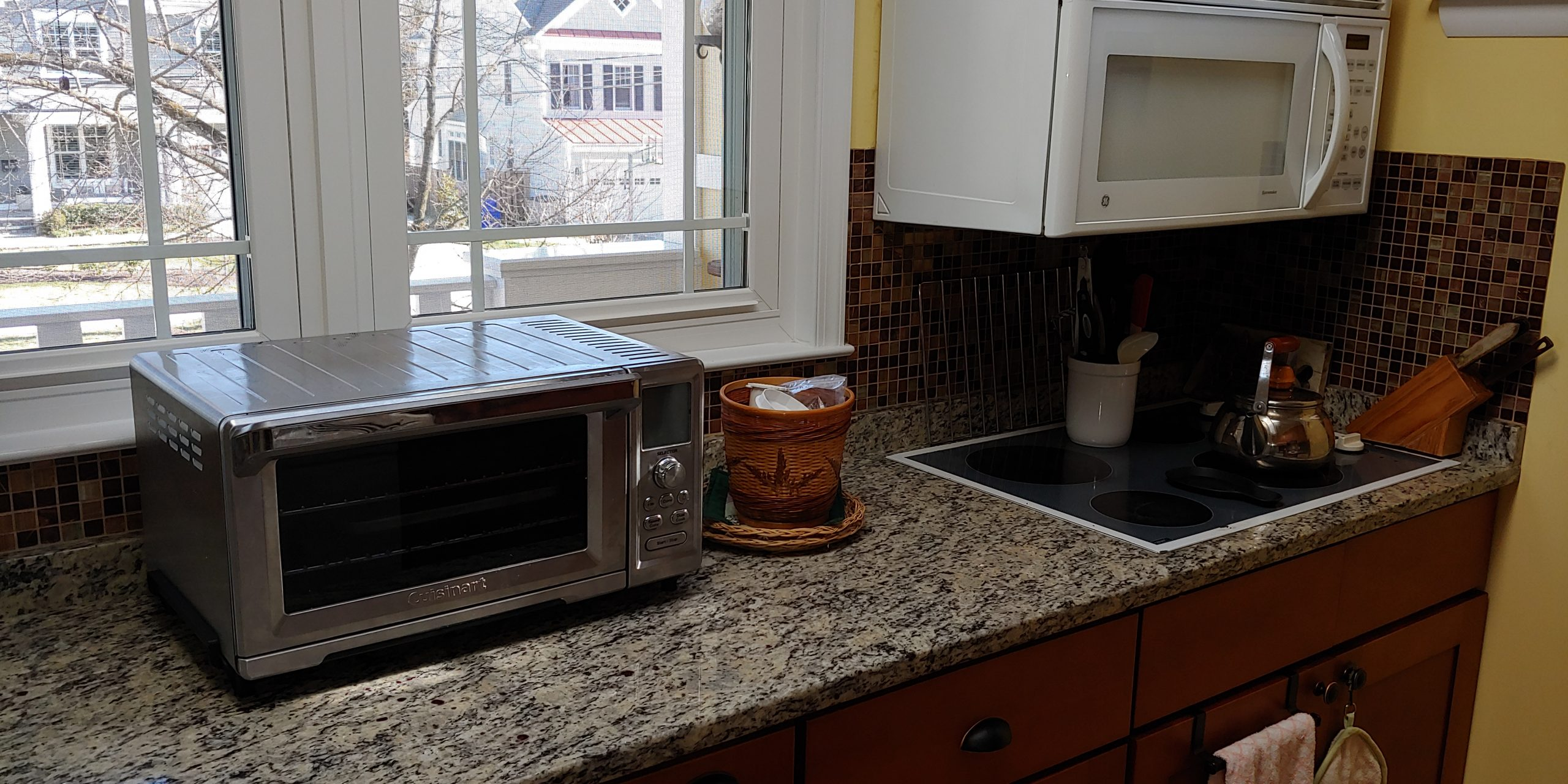Convection oven, microwave, cooktop