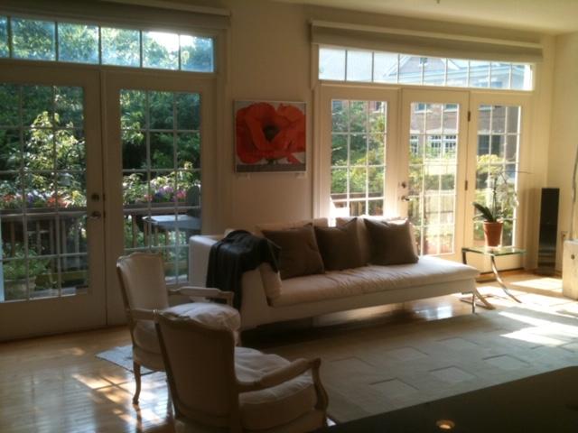 Beautiful, sunny room, 10 minute walk to Grovesnor Metro,  1 stop to NIH