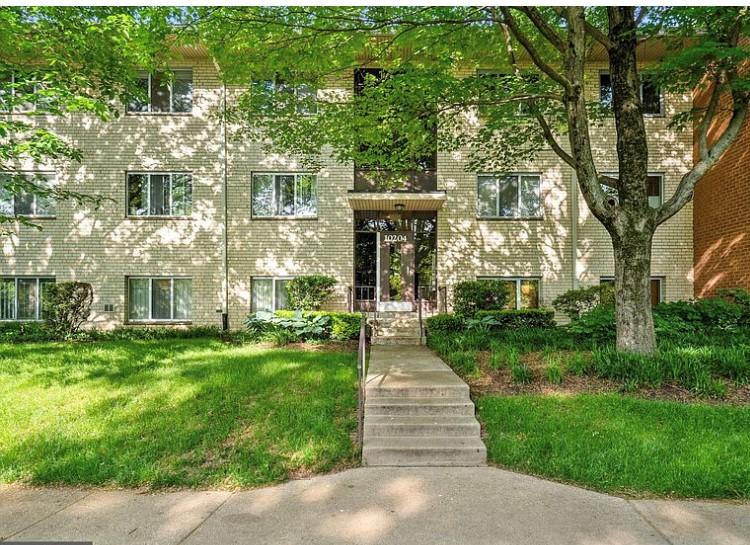 $1850 – 2bd/1ba Condo with balcony North Bethesda/Rockville/Grosvenor Park – for Rent