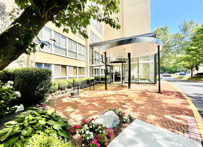 Spacious 2 bed/2 full bath 1073 sq. ft. Apartment on Battery Lane across the street from the NIH!!!