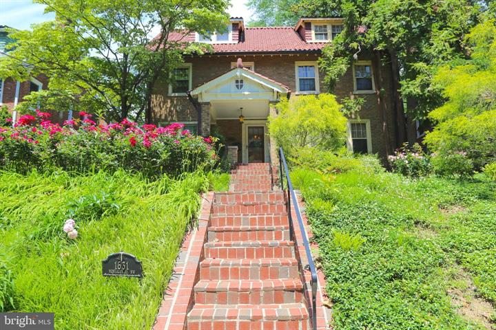 Magnificent 4-5 Bedroom, 3.5 Bathroom Washington Four Square Home Well Lanscaped & Fully Surrounded By Gorgeous Trees and Flowers!