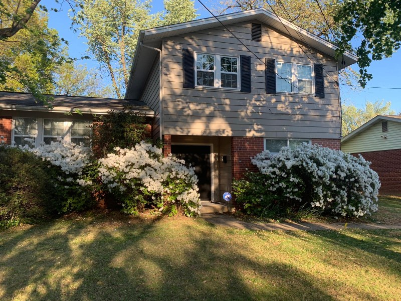Private bedroom and private full bathroom in gorgeous neighborhood – Utilities included