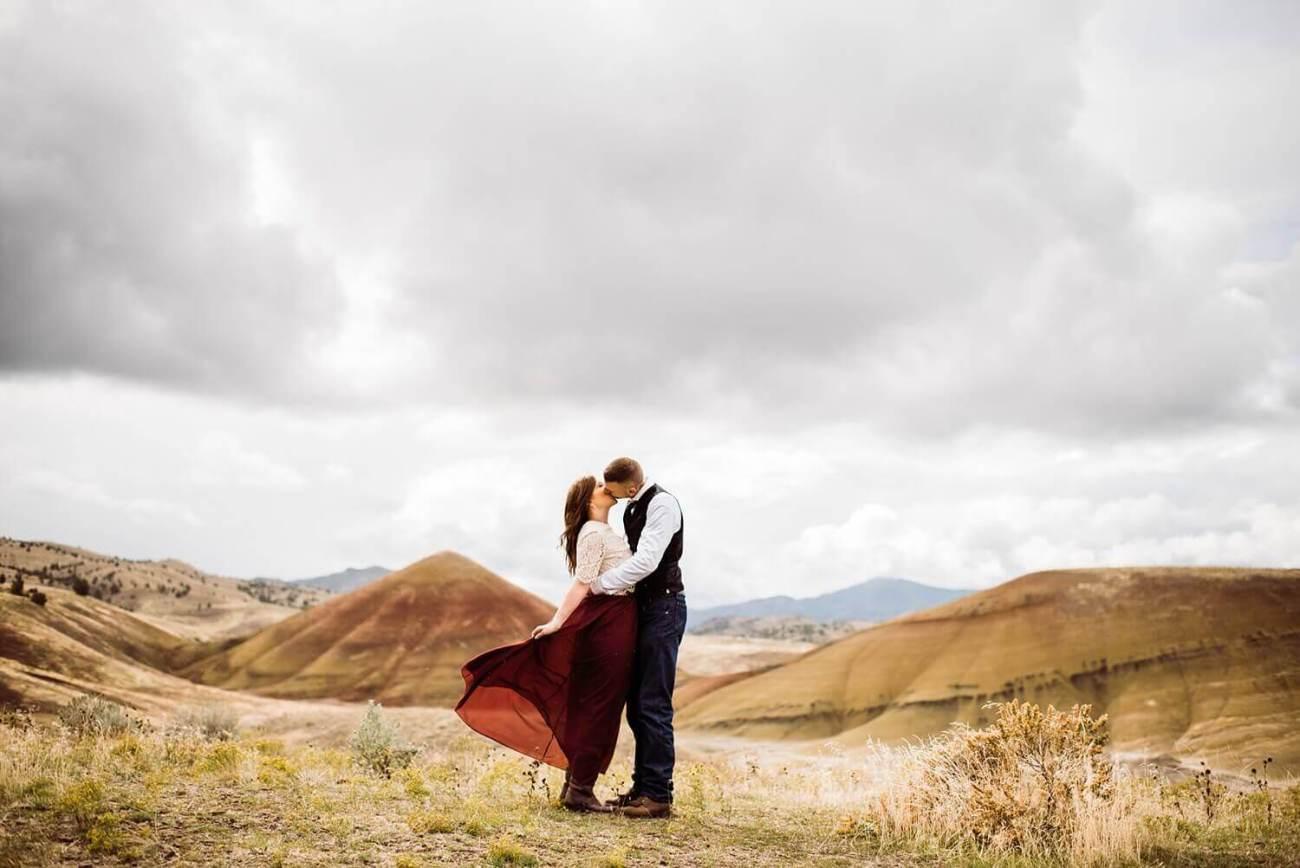 Painted Hills,adventure elopement photographer,adventure session,desert engagement session,engagement session,oregon engagement photos,oregon photographer,pacific northwest,sam starns,