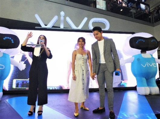VIVO V9 Mall Tour with KathNiel