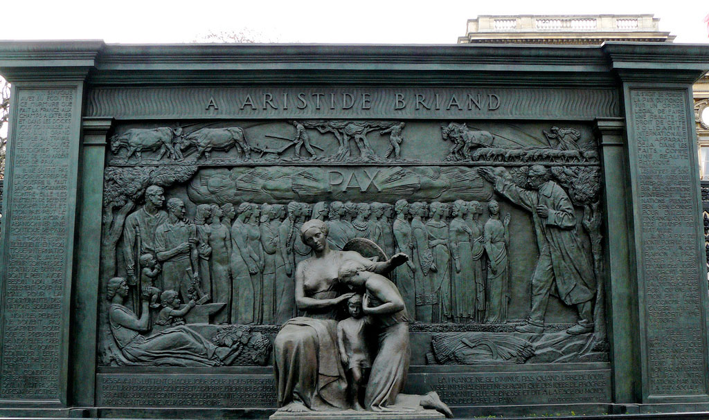 Monday S Monument Pax Aristide Briand Monument Paris