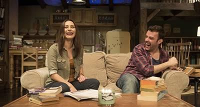Ayça Bingöl ve Salih Bademci'nin sahneyi paylaştığı oyunun çevirisi Haluk Bilginer'e ait.