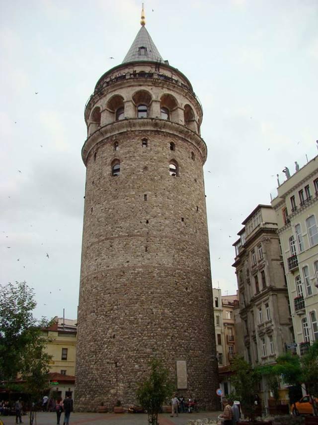 İstanbul'un mimari ve tarihi güzelliklerinden biri olan Galata Kulesi'nin ne zaman yapıldığına dair kesin bir bilgi olmamakla beraber imparator lustianos zamanında 507 yılında inşa edildiği bilinmektedir.