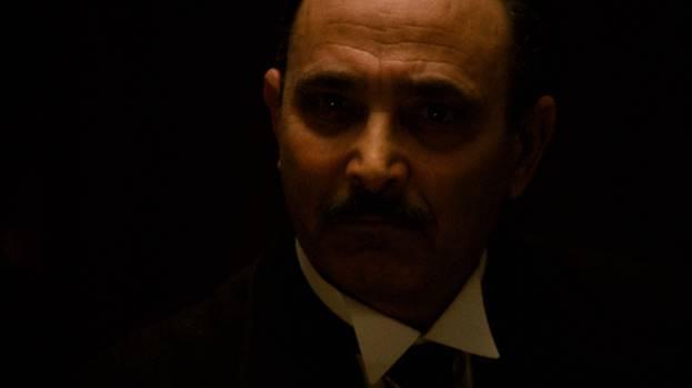 The Godfather dışında hiçbir filmde rol almamış, Sicilyalı bir tiyatro oyuncusu Salvatore Corsitto; filmdeki adıyla Amerigo Bonasera.
