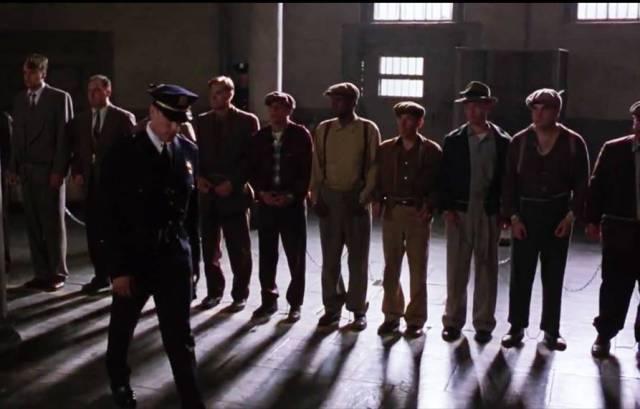 Resim 2: Sağ üst: Esaretin Bedeli (1994), Andy'nin hapishaneye giriş sahnesi.