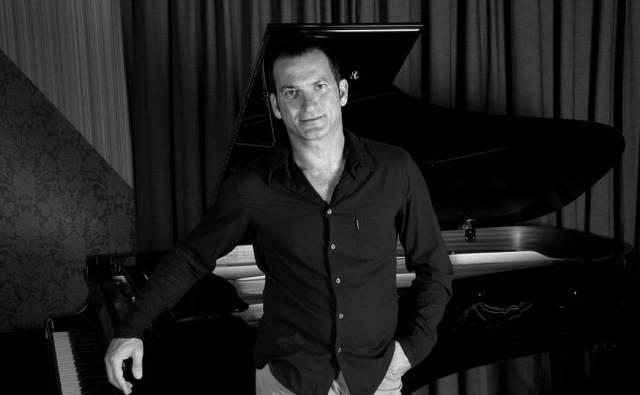 """""""Uluslarası Caz Günü"""" Sait Halim Paşa Yalısı'nda caz müziğinin usta ismi, ünlü caz sanatçısı Kerem Görsev'le kutlanacak."""