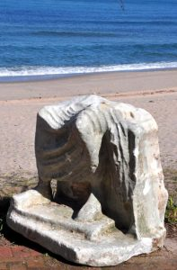 denizden-tahtta-oturan-erkek-heykeli-cikti-5-9400309_o