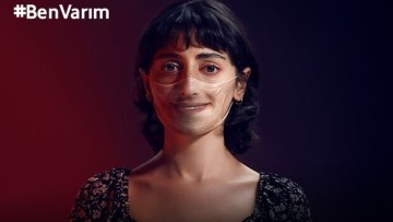 Vodafone'dan Kırmızı Işık uygulamasıyla kadına şiddete karşı #BenVarım