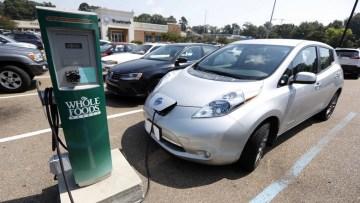 Elektrikli aracın önünde hangi engeller var?