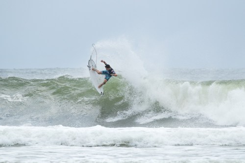 Rookie Griffin Colapinto (USA) caused the first major upset of the day by defeating reigning 2X World Champion John John Florence (HAW) in Heat 6 of Round 1 to advance direclty to Round 3 of the Quiksilver Pro Gold Coast at Snapper Rocks, QLD, Australia. Photo: Courtesy of WSL