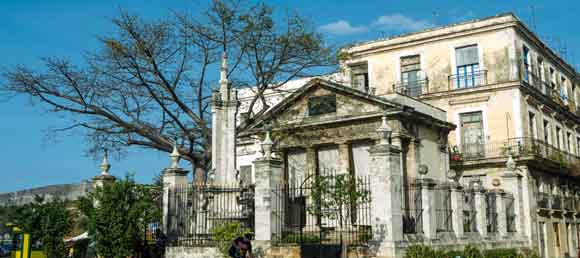 Historia del Templete y de la ceiba en la Plaza de Armas