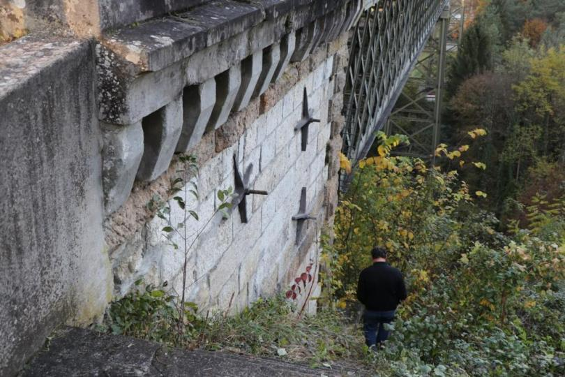 workman's path trestle-pray not listening