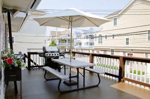 Sand Dollar Suites, Deck