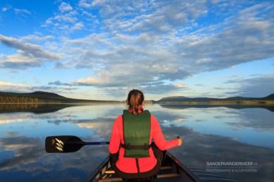 Canoeing on lake Karats.