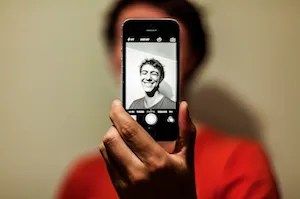 How to add personality to your social media marketing with selfies