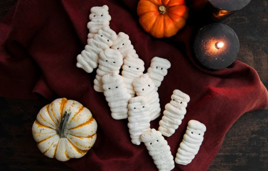 Halloween Mummy Meringues