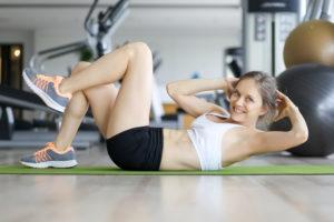 hypnobirthing babymassage duisburg marie sanfte geburt fitnesslover gym training bauchmuskeln sixpack sportsbra