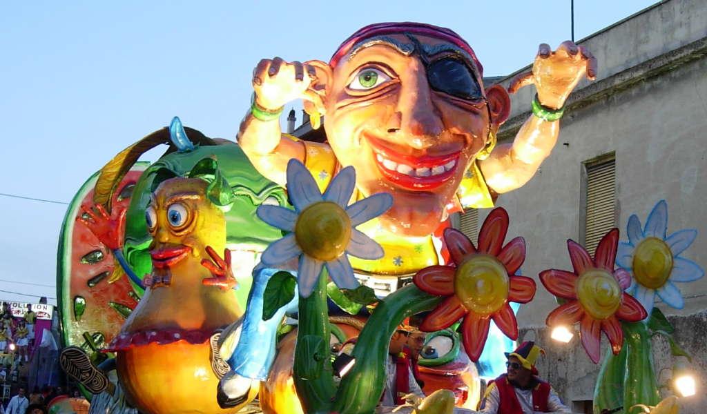 Carnevale, a San Gavino il primo corteo in maschera