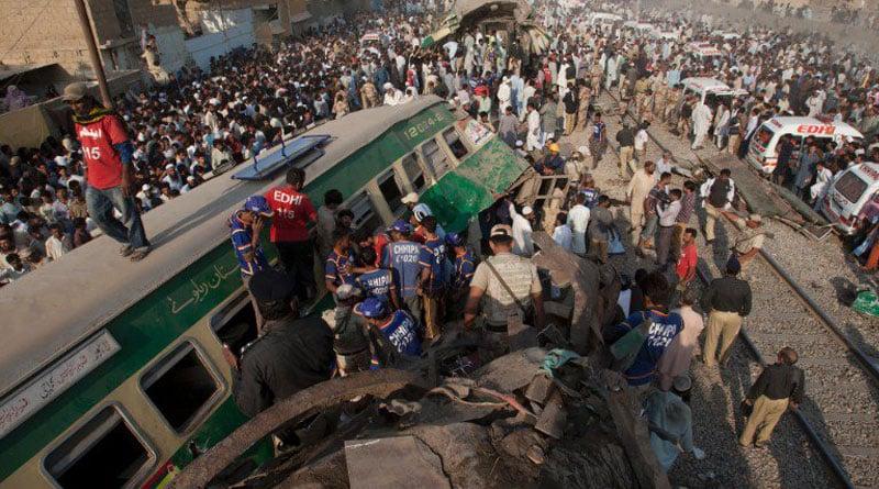 pakistan-train-accident_web