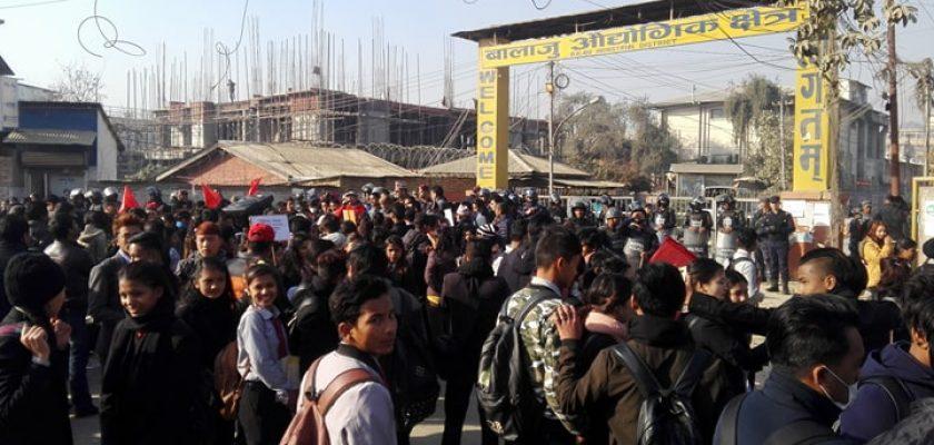 बिरगंजको आगलागीपछि नेपाल ग्यास विरुद्ध हजारौ सडकमा, देशै ठप्प पार्ने चेतावनी (भिडियो)