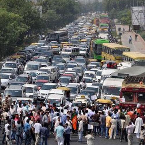 ओली सरकारलाई घुँडा टेकाउने दाबी गर्दै यातायात व्यवसायीद्वारा कडा आन्दोलनको घोषणा