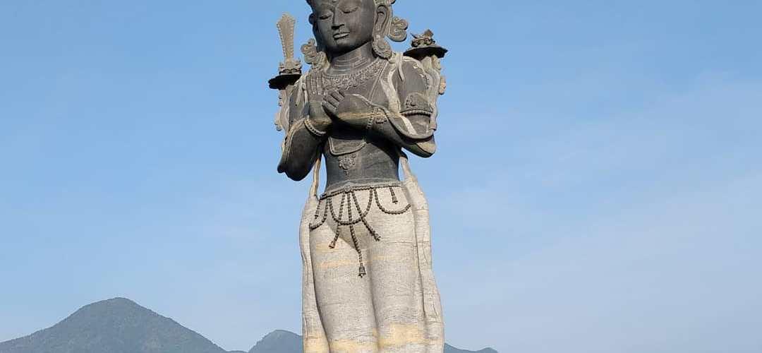 ३३ फिट अग्लो मञ्जुश्रीको मूर्ति तयार, मूर्तिको तौल सय टन, कामदारहरू किन बसे थुनामा ?