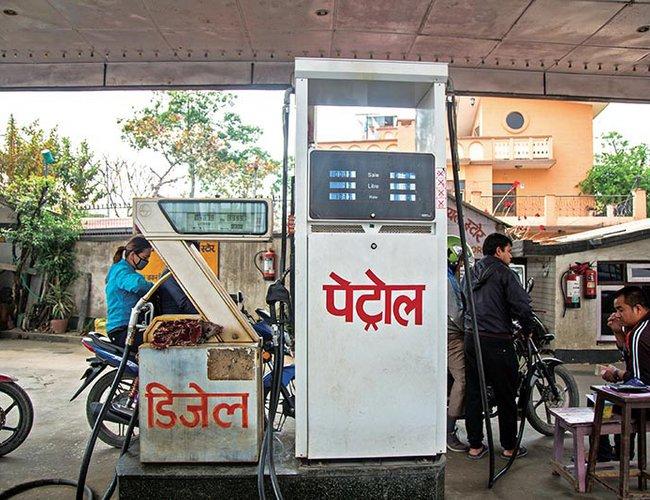 नेपाल आयल निगमले घटायो पेट्रोल, डिजेल र मटितेलको मूल्य, नयाँ मुल्य कती ?