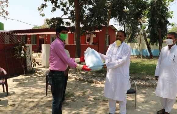 जनकपुर अटोमोबाइल्सद्वारा ५ थान पिपिइ सहयोग, मुख्यमन्त्री लालबाबुलाई हस्तान्तरण