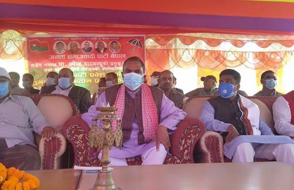 रौतहटमा कांग्रेस र नेकपा नामका पसलहरु धमाधम बन्द हुँदै, २ हजार ४८७ ले गरे जसपामा प्रवेश