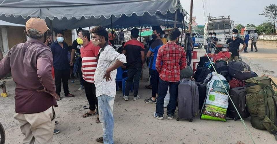 कृष्णनगर नाका हुदै लगभग १७ हजार व्यक्ति भारतबाट नेपाल आए