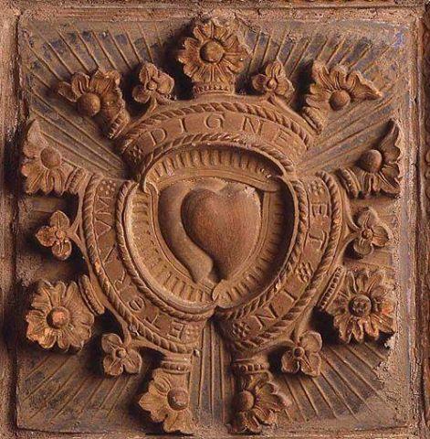 particolare del bassorilievo posto all'interno della camera d'oro del castello di Torrechiara