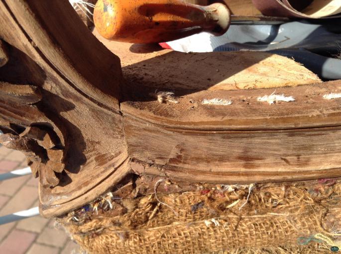 panca imbottita LuigiXV particolare del piede