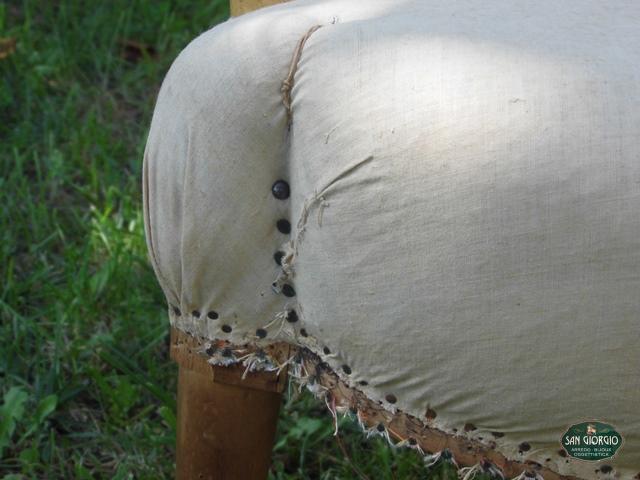 particolare-della-seduto-poltroncina