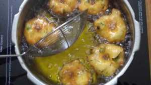 medhu vadai - cooked vada